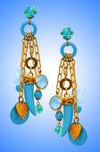 珠宝首饰概念与漂亮耳环 — 图库照片