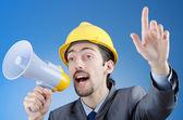 строительный рабочий, кричать через встроенный громкоговоритель — Стоковое фото