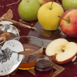 Honey with apple for Rosh Hashana — Stockfoto