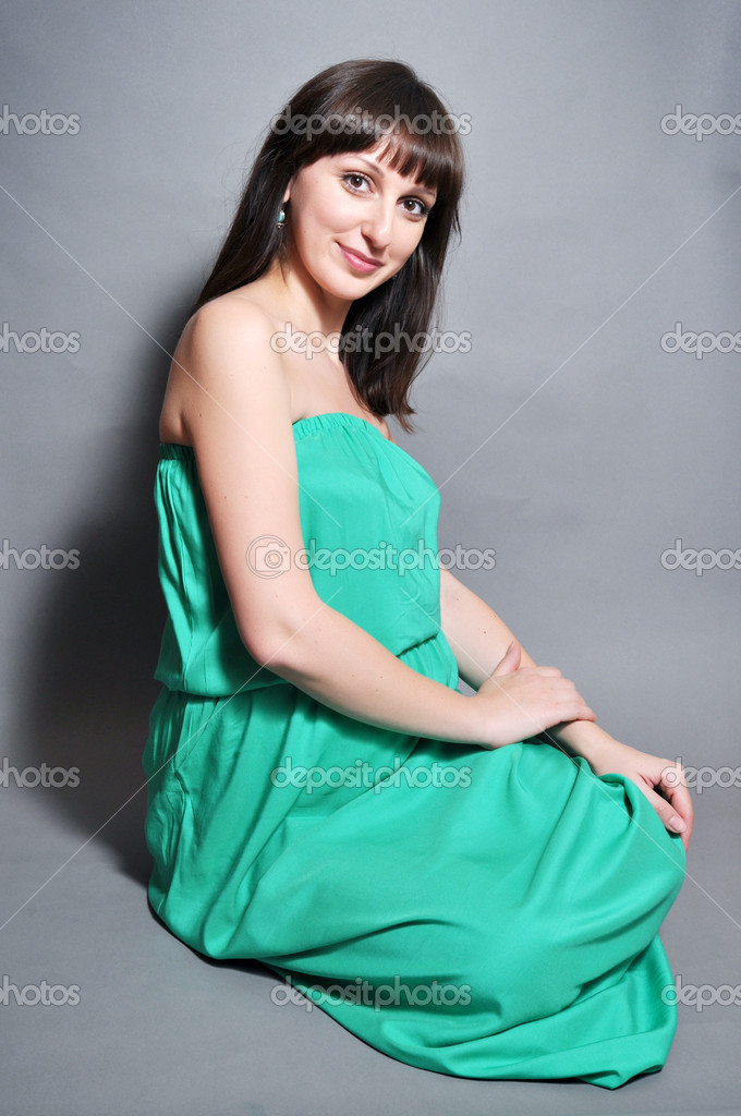 Young beautiful  pregnant woman in green — Stock Photo #10851335