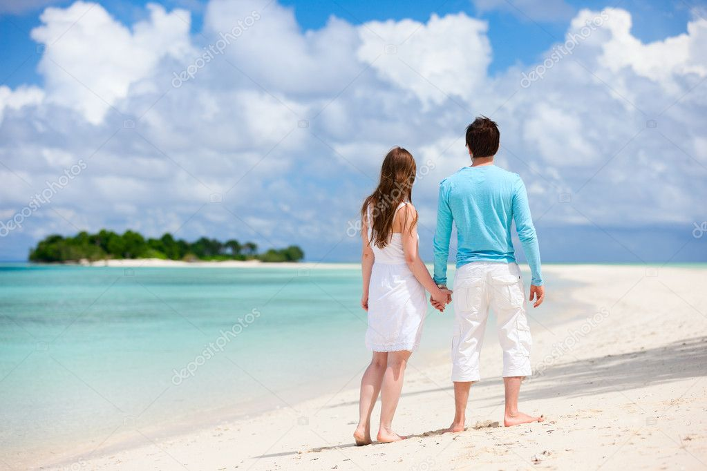 Back view of young couple at tropical beach — Stock Photo #10792746