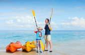 Mother and son preparing for kayaking — Stock Photo