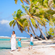 Mother and kids on tropical vacation — Stock Photo #12209234