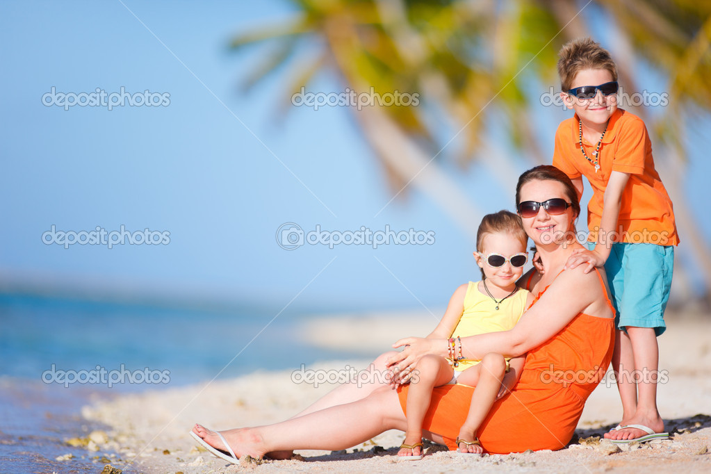 Beautiful mother and two kids enjoying beach vacation — Stock Photo #12209382