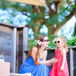 Mother and daughter at outdoor terrace - Foto de Stock