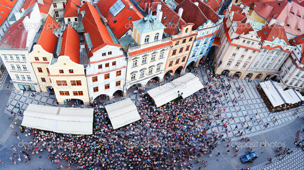Crowded Old Town square in Prague, Czech Republic — Stock Photo #12393802