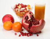 Ripe fruit and juice — Stock Photo