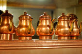 Old fashioned copper coffeepots in Istanbul, Turkey — Stock Photo