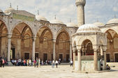 Tourists in the courtyard of Sultanahmet Mosque — Stock Photo
