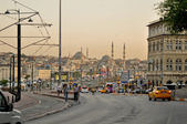 ISTANBUL, TURKEY - JUNE 04: Galata Bridge across the Golden Horn. View from Galata district at the road to Yeni Cami on June 04, 2012 in Istanbul, Turkey. Galata Bridge is a link between two districts — Stock Photo