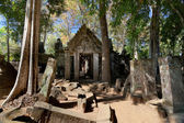 Ancient emple ruins in Koh Ker — Stock Photo