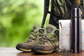Rugzak en schoenen backpackers — Stockfoto