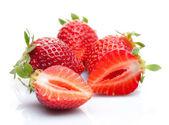 Fresas aisladas en blanco — Foto de Stock