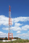 Antenne rood-witte mast — Stockfoto