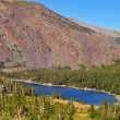 The red mountain and blue lake Tioga — Stock Photo