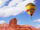"The balloon over double ""Sphinx"" — Stockfoto"