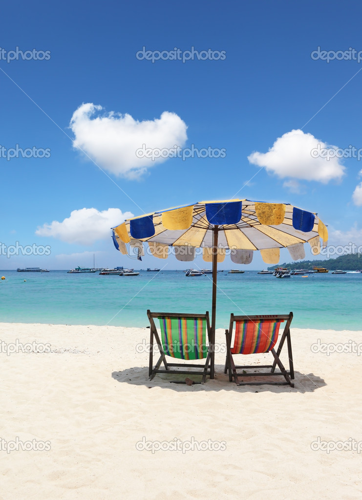 Paradise beach holiday. Elegant beach loungers on the beach near Krabi, Thailand — Stock Photo #11929486