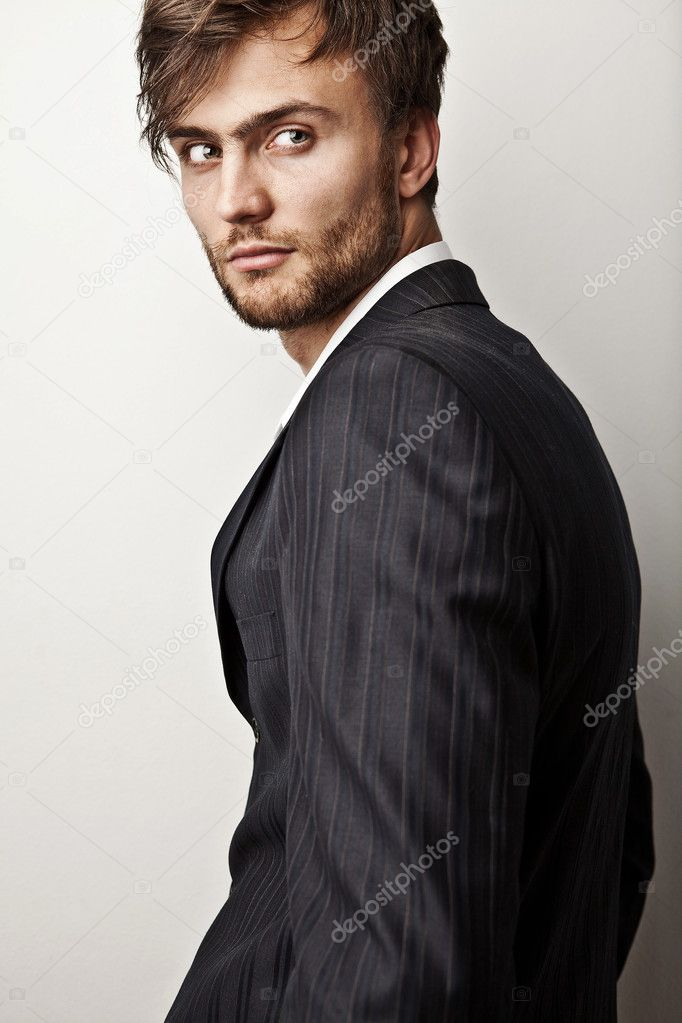 Elegant young handsome man. Studio fashion portrait. — Stock Photo #11075305