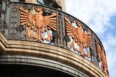 Starých budov fasády v barcelona - španělsko — Stock fotografie