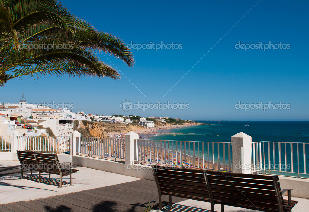 Stunning Albufeira beach view in Algarve, Portugal (focus on the foreground) — Stock Photo #10803987