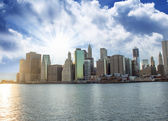 Manhattan Skyline as seen from Brooklyn side at Sunset — Stock Photo