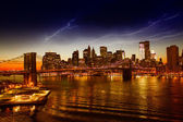 Brooklyn Bridge and Manhattan at sunset on East River, New York — Stock Photo