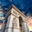 Dramatic Sky above Triumph Arc in Paris with Sunset Colors - Foto Stock