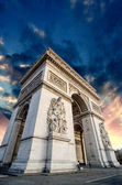 Dramatic Sky above Triumph Arc in Paris with Sunset Colors — Stock Photo