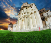 Pisa, Piazza dei miracoli at Sunset, with Basilica and Baptister — Stock Photo