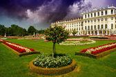 Schoenbrunn Castle and Garden in Summer, Vienna — Stock Photo