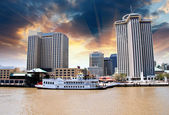 Sunset above New Orleans with Mississippi River — Stock Photo