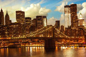 Brooklyn Bridge and Lower Manhattan Skyline at Sunset — Stock Photo