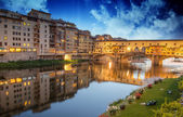 Ponte Vecchio view from Lungarni, Spring Sunset in Florence — Stock Photo