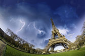 Thunderstorm over Eiffel Tower in Paris — Stock Photo