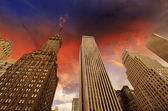 Clouds and dramatic sky above Modern Skyscrapers — Stock Photo