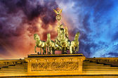 Majesty of Quadriga over Brandenburg Gate, with dramatic Sky — Стоковое фото
