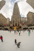 NEW YORK CITY - MAR 6: enjoy Rockefeller Center Ice Skati — Stock Photo