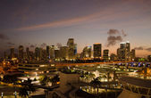 Twilight glow on skyline of miami buildings on a calm winter eve — Stock Photo