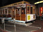 SAN FRANCISCO - OCT 16: Passengers enjoy a ride in a cable car — Foto Stock