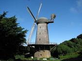Windmill in Golden Gate Park, San Francisco — Stock Photo