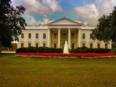 белый дом и его сады — Стоковое фото