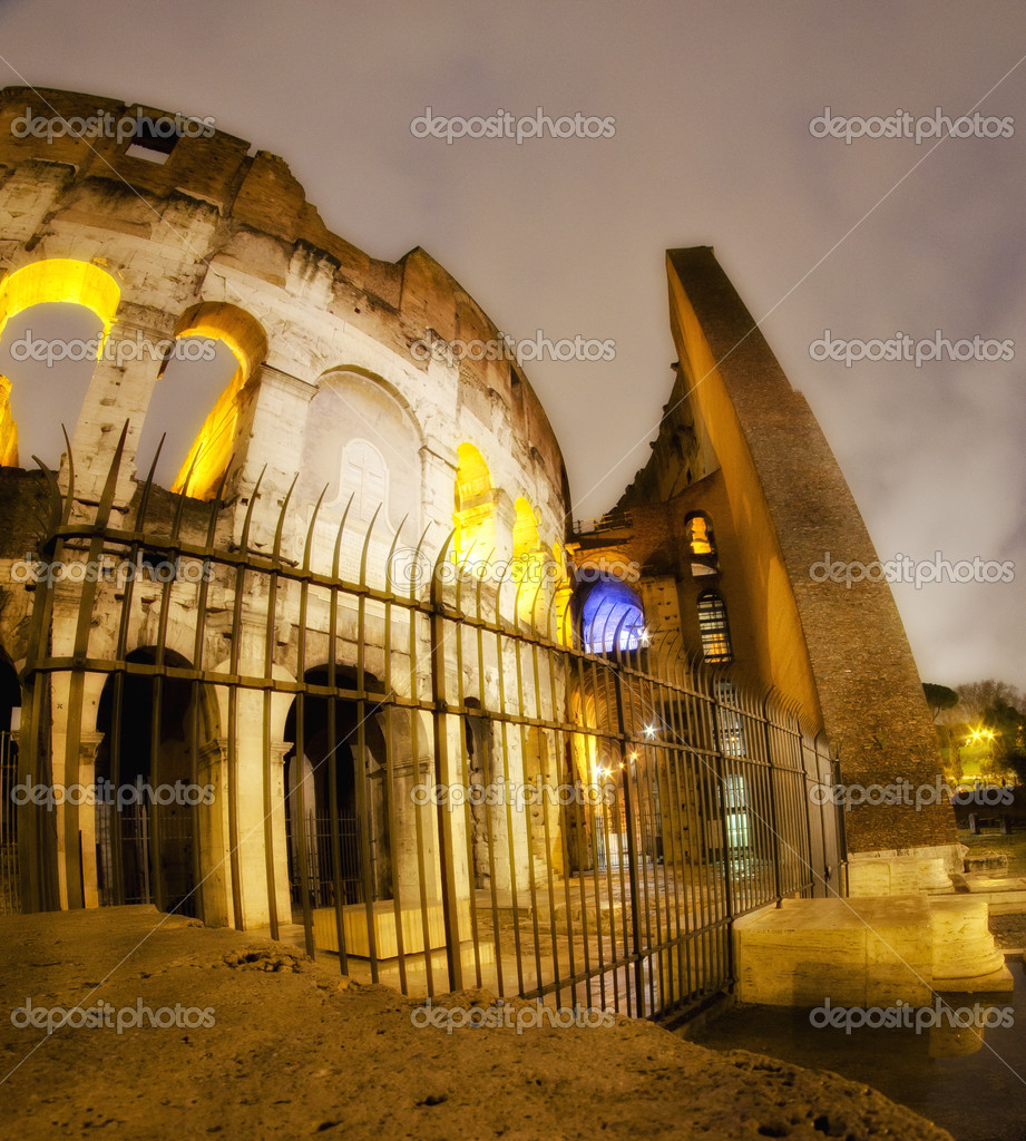 Lights of Colosseum at Night, Italy — Stock Photo #12010466