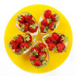 Strawberries on the yellow plate — Stock Photo