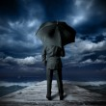 傘を持ったビジネスマン — ストック写真