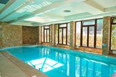 ハルキディキに近いモダンなホテルでのスパにはジャグジー付きのスイミング プール — ストック写真