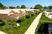 Villas and lawn at luxury hotel, Pieria, Greece — Stock Photo