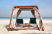 小屋的豪华酒店,阿治曼、 阿拉伯联合酋长国在海滩上 — 图库照片