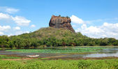 The Sigiriya (Lion's rock) is an ancient rock fortress and palac — Stock Photo