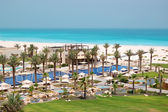 Swimming pools and beach at the luxury hotel, Saadiyat island, A — Stock Photo