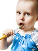 赤ちゃんは、歯ブラシで彼の歯をブラシします。. — ストック写真
